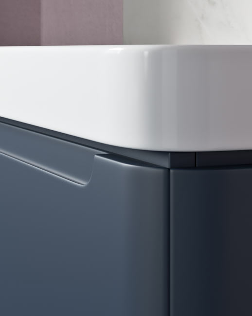 Beautiful curved edge design with integrated handle