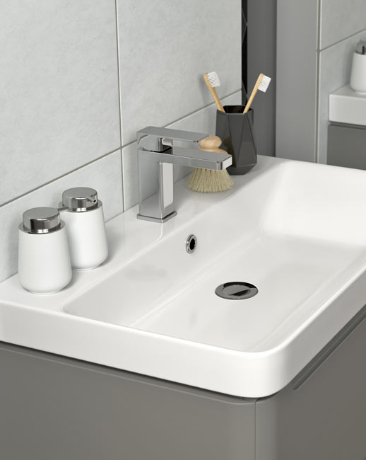 Lambra sit in ceramic basin